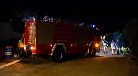 Požar u Dubrovniku, izgorjela dva automobila, oštećena još tri i dva motocikla