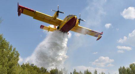 Kanader sudjelovao u gašenju požara kod Skradina