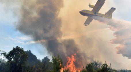 VIDEO: Na Čiovu buknuo veliki požar, dvije kuće evakuirane