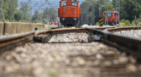 """HŽ: """"Ne nosite slušalice kad prelazite željezničku prugu"""""""