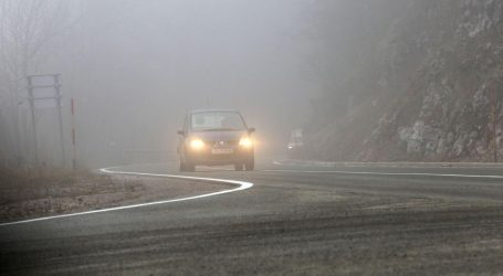 HAK: Kolnici skliski i mokri, magla smanjuje vidljivost