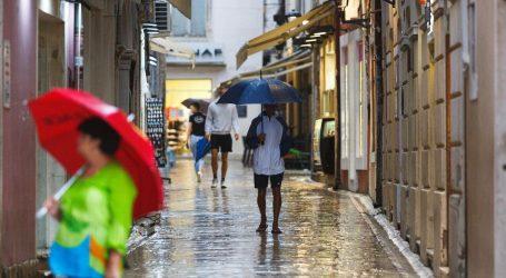 Oblačno s mjestimičnom kišom, poslijepodne razvedravanje