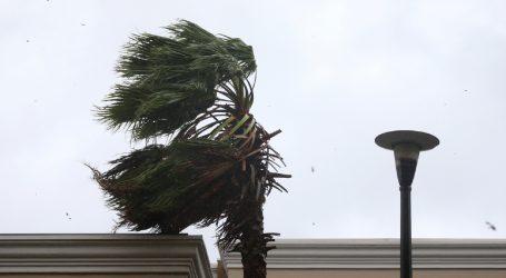 HAK: Vjetar otežava promet, autocestama samo automobili