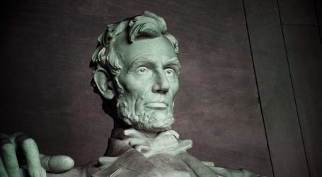 Pramen Lincolnove kose na dražbi prodan za više od 81.000 dolara