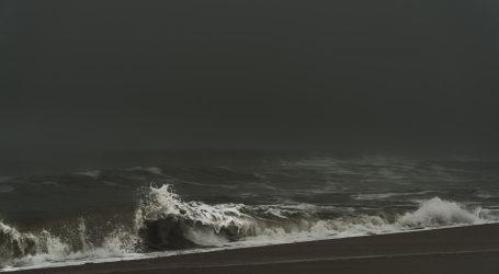 U oluji kod Japana nestao brod s 43 člana posade, jedan spašen