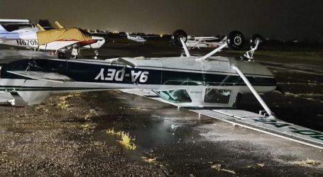 Velika šteta: Na aerodromu u Lučkom prevrnuti i oštećeni zrakoplovi, urušen krov, uništena benzinska crpka