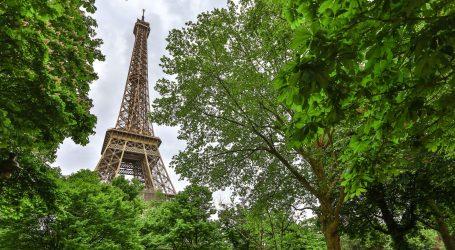 """Dvije muslimanke izbodene kod Eiffelovog tornja, napadačice vikale: """"Prljavi Arapi"""""""