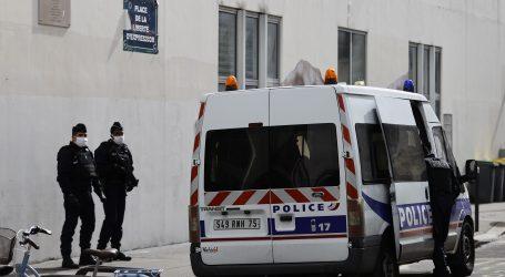 Muškarac ubijen ubodom u vrat u pariškom predgrađu, policija upucala napadača