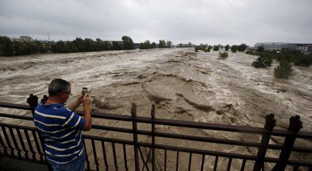 Dvoje mrtvih, devet nestalih u olujnom nevremenu u Francuskoj i Italiji