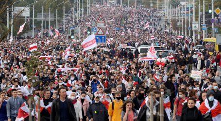 Sto tisuća ljudi u Minsku protiv Lukašenka, režim masovno hapsi