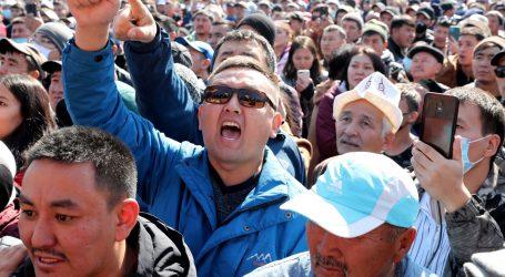 Predsjednik Kirgistana Ženbekov podnio ostavku
