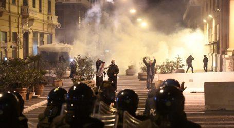 Stotine prosvjedovale protiv mjera karantene u Napulju