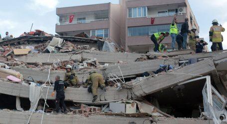 Najmanje 14 ljudi poginulo je u potresukoji je pogodio Tursku i Grčku, više od 400 ozlijeđenih