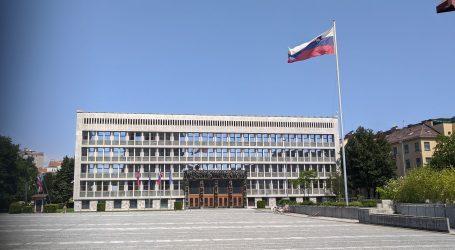 Slovenska ministrica i potpredsjednica vlade Pivec dala ostavku neposredno uoči glasanja o smjeni