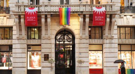Grad Rijeka istaknuo zastavu duginih boja, počinje queer i feministički festival