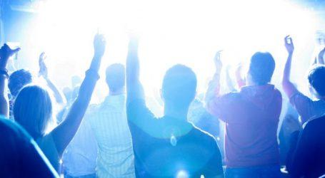 Mladi Englezi ignoriraju zabrane zbog koronavirusa i organiziraju rave partye