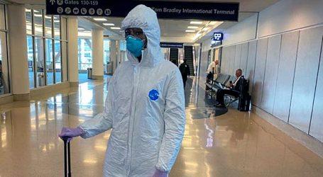 Naomi Campbell će donirati zaštitno odijelo koje je nosila na aerodromu u Los Angelesu