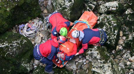 HGSS u akciji: U posljednji tren spasili muškarca koji je na Kalniku visio sa stijene