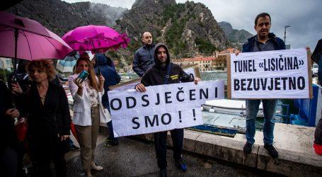 Prosvjed u Omišu: Zatvaraju im cestu, do grada 80 umjesto 10 kilometara