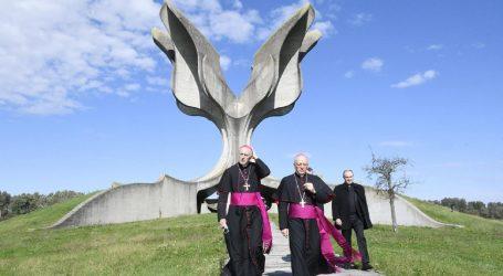 Apostolski nuncij posjetio Jasenovac i molio s pravoslavnim episkopom