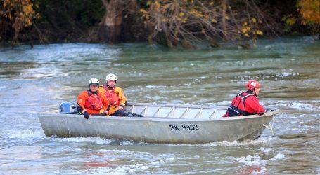Već dva dana nema traga Karlovčanima ispalima iz čamca