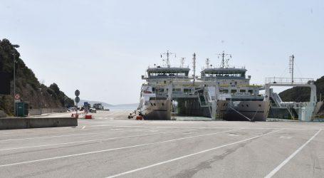 Kolnici mokri i skliski, prekidi u pomorskom prometu zbog loših vremenskih uvjeta