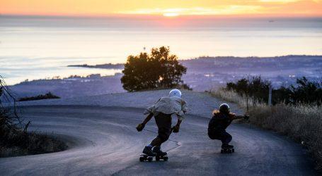 Opasan spust na skateu i rolama niz planininsku cestu