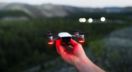 Šou dvjesto dronova na noćnom nebu iznad azijskog grada