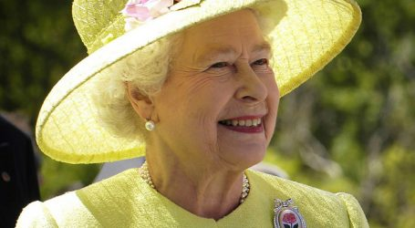 BRITANSKA VLADARKA U NEVIĐENOM PRESEDANU: Kraljica spasila Dianinog sobara od suda