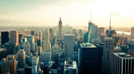 New York vraća stroge mjere, zatvaraju škole i trgovine