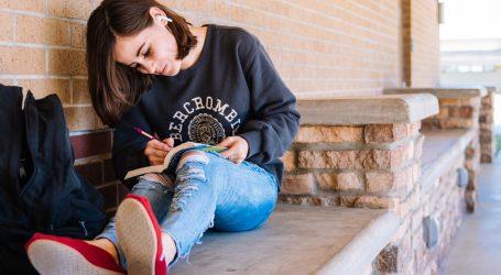 Ukrašavanje traperica: Dizajnirajte vesele zakrpe za djecu i mlade