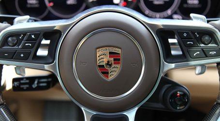 Na Instagramu se hvalio brzom vožnjom, pa slupao zlatni Porsche Panameru vrijedan 130 tisuća dolara