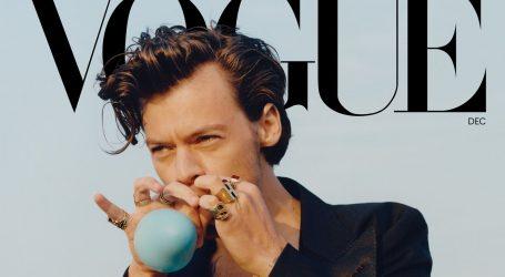 """Harry Styles na naslovnici Voguea ušao u povijest: """"Ženska odjeća je fantastična"""""""