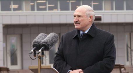 Lukašenko kaže da će odstupiti s vlasti kad se usvoji novi ustav