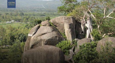 Kenijski sveti kamen Kit Mikaji i danas je mjesto obreda
