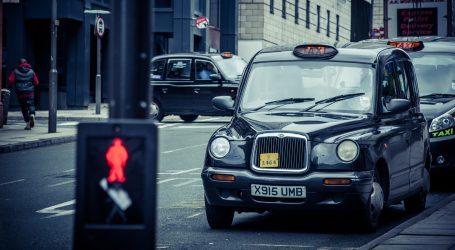 Zbog manje posla vozači parkirali taxije na polje izvan Londona