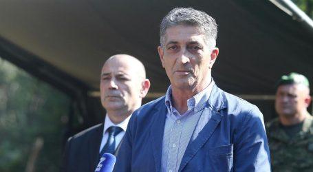 Pomoćnik ministra Medveda vrijeđao policajce u kafiću u Vukovaru, razbio i vrata u postaji