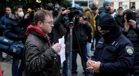 """Prosvjedi protiv mjera, policija legitimirala okupljene: """"Virus postoji, ali je cijela priča prenapuhana"""""""