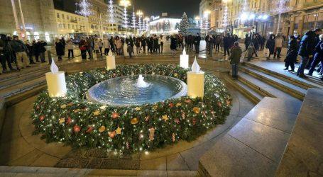 Zapaljena prva adventska svijeća na Trgu bana Jelačića