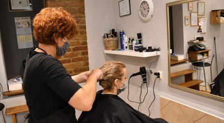 Engleska: Velike gužve u frizerskim salonima prije uvođenja lockdowna