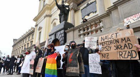 Većina Poljaka smatra da Katolička Crkva ima negativnu ulogu u javnom životu