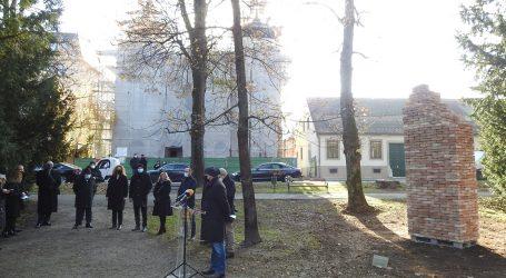Varaždin: Predstavljen spomenik žrvama fašizma, načinjen od opeka iz Jasenovca