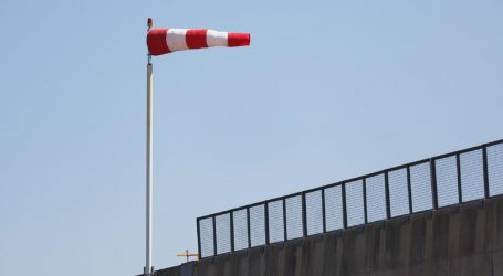 Zbog vjetra zatvorena autocesta kod Svetog Roka, u unutrašnjosti poledica