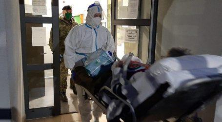 Pripadnici HV-a pomogli u prijevozu bolesnika iz vojarne u Petrinji u Popovaču