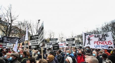 Pariz: Tisuće prosvjednika traže otvaranje hotela i restorana
