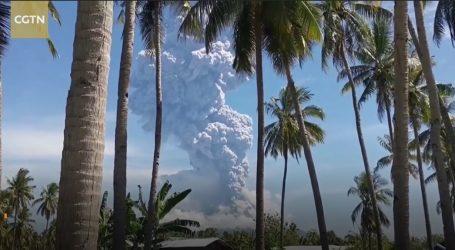 Snimka erupcije vulkana na indonezijskoj planini Ili Lewotolok