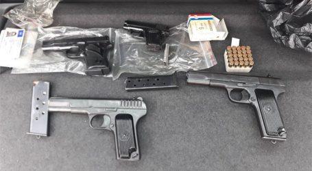 U kući mladića u Kraljevici policija pronašla oružje i 1,4 kg marihuane