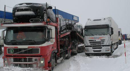 Kamioni s prikolicama i tegljači ne mogu prema Primorju, prekinuta veza Splita s otocima