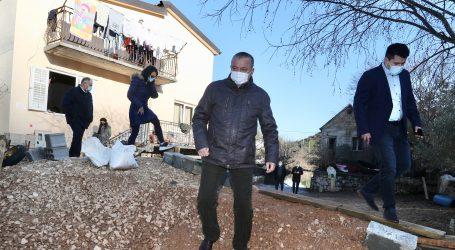 Ministar Horvat: Obnovit ćemo svih 16 poplavljenih kuća u Kokorićima