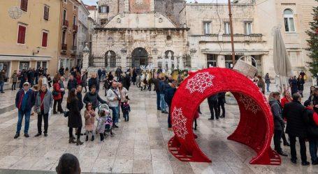 Umjesto poklona – prekršajni nalog: Zadarska policija 'darivala' petoricu zbog nepridržavanja mjera
